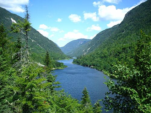 500px-Malbaie_River_in_Hautes-Gorges-de-la-Rivière-Malbaie_National_Park,_Quebec,_Canada