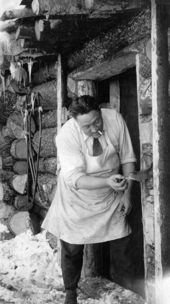 Le cuistot et l'écureuil ou un moment dans le vie d'un camp forestier (Source: L. Anctil, Consolidated Paper Corporation Ltd)