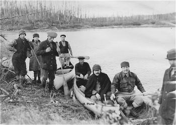 Messieurs G.C. Piché et H. Kieffer lors d'une visite terrain dans les secteurs des rivières Flamand et Vermillon (Mauricie).